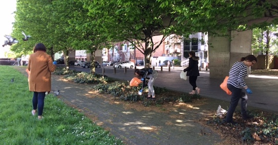 The toucanBox team picks up litter in Hammersmith